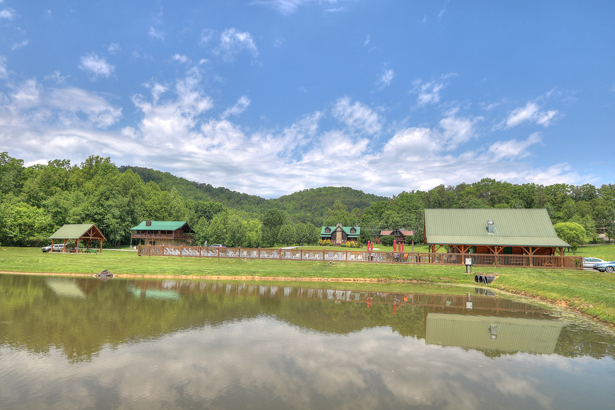 Pigeon forge rv park campground swimming fishing for Pigeon forge fishing